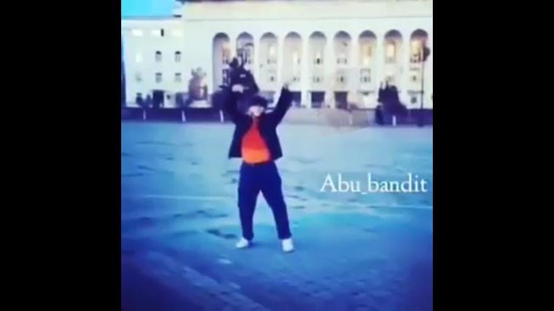 абу бандит танцует под aphex twin flim
