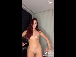 Fully nude TikTok redhead doing 039Yo Me Estoy Buscando Como Un Arabe039 dance challenge [sexy candid girls] [TikTok]