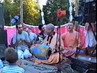 Е.С. Б. Б. Говинда Свами харинама на день города в Тольятти 1998г.