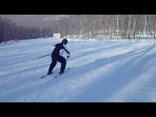 Ваня осваивает горные лыжи