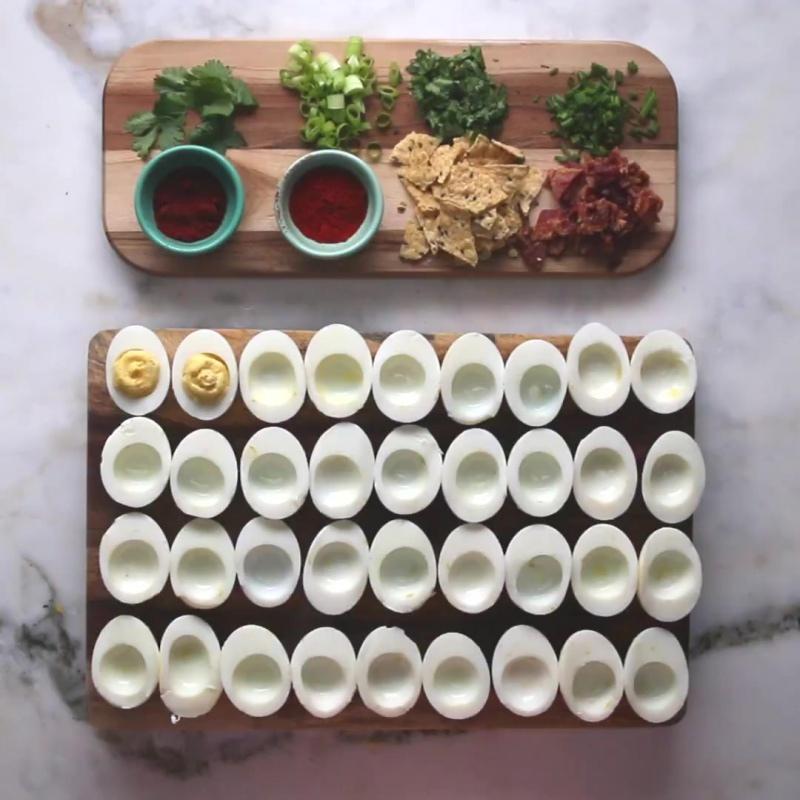 Фаршированные яйца (4 способа)