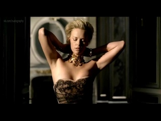 Шарлиз Терон (Charlize Theron) голая в рекламе парфюма Dior J'Adore (2011)