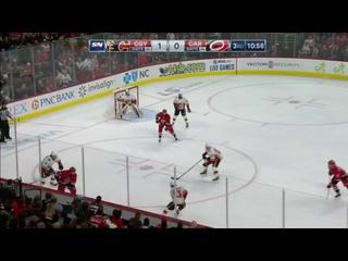 Андрей Свечников забил гол в стиле лакросс   такое произошло впервые в истории НХЛ (720p).mp4