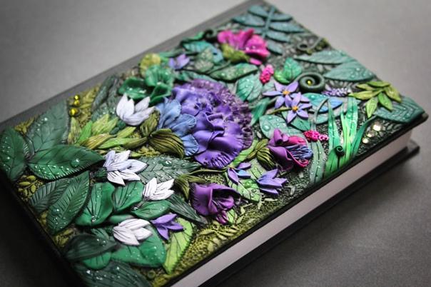 Волшебные обложки блокнотов из полимерной глины Анико Колесникова (Anio olesniova) бросила свою работу ретушером и полностью посвятила себя делу, которое приносит ей настоящее удовольствие. Она