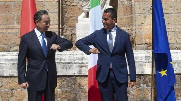 Di Maio abbronzato col ministro della RPC Wang