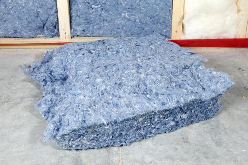 Нетоксичный утеплитель из синего джинсового денима из переработанных материалов
