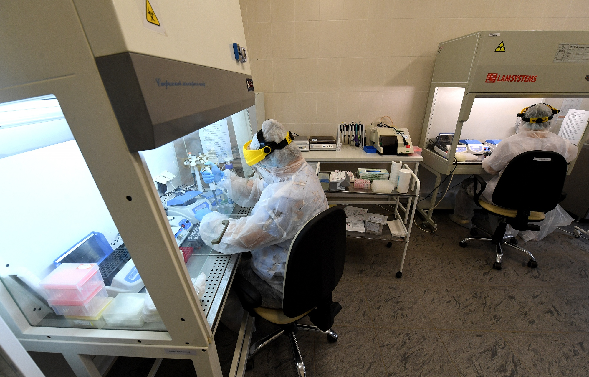 В лаборатории Тверской ОКБ установили новое оборудование для ускоренного проведения диагностики COVID-19