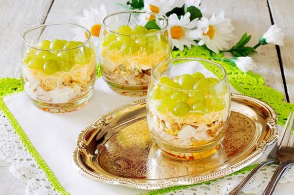 Порционные салатики в креманках) 4 изысканных рецепта