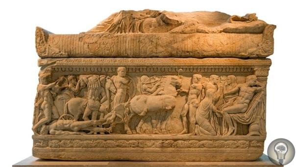 В Турции обнаружили саркофаг с Медузой Горгоной В Турции охотники за сокровищами нашли саркофаг с Медузой Горгоной. Уникальная гробница была обнаружена в западной провинции Айдын в городе