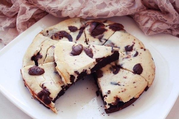 Шоколадно-банановый брауни-чизкейк.