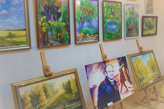 Выставка «Осенний вернисаж» открылась в историческ...