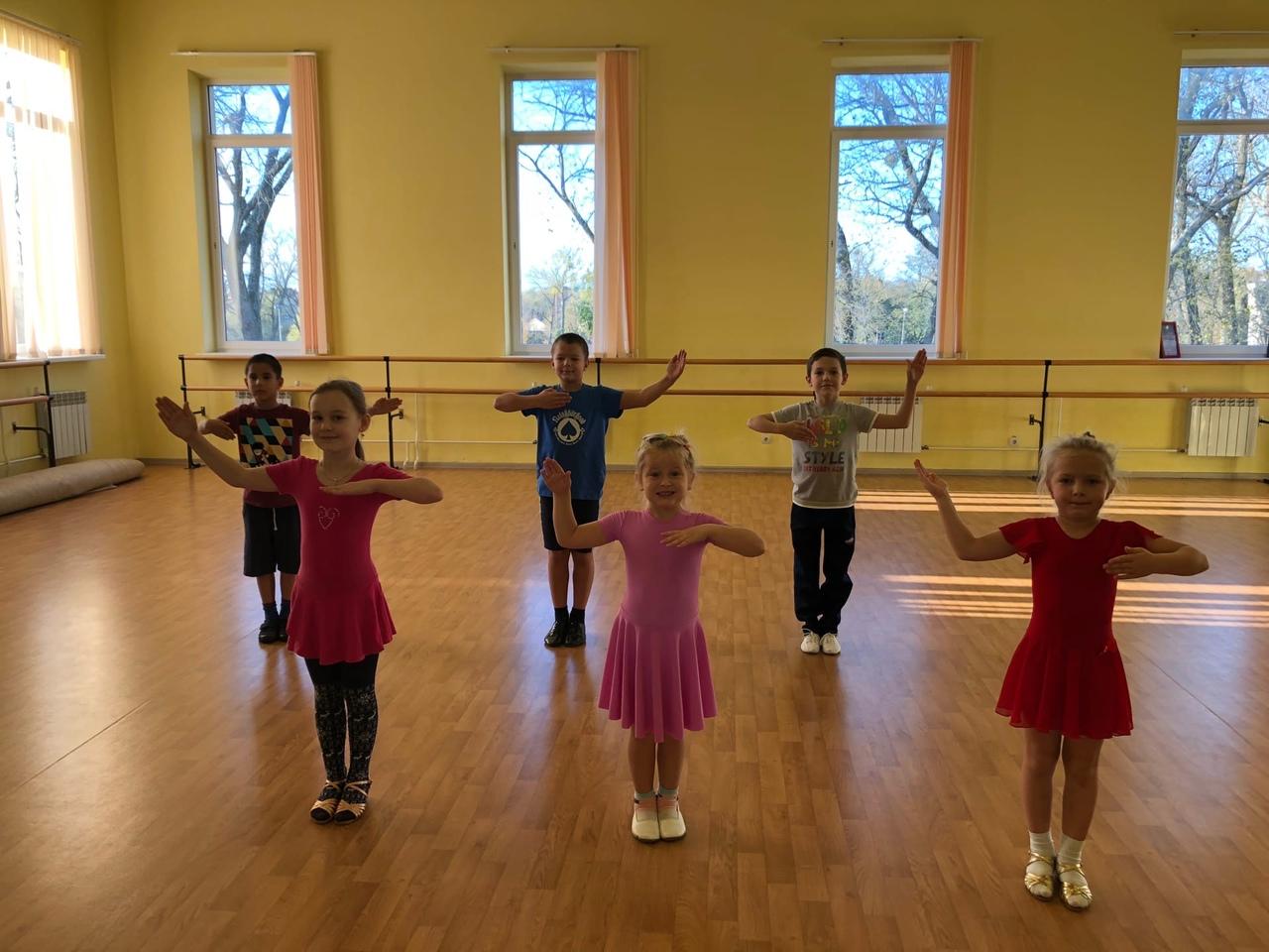 Клуб бального танца БАЛАНС приглашает детей и взрослых на обучение спортивным бальным танцам в #Зеленоградске. Вы можете привести ребёнка и присоединиться к группе деток, которые занимаются в воскресенье с 15.00 до 15.30