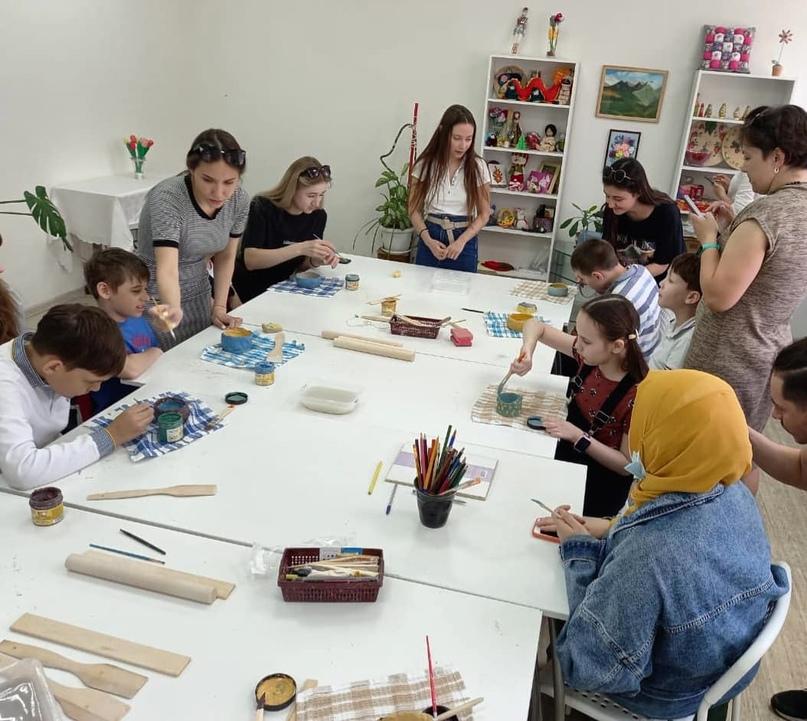 12 августа «День добрых дел» приглашает детей из многодетных семей на мастер-класс по лепке из глины, изображение №1
