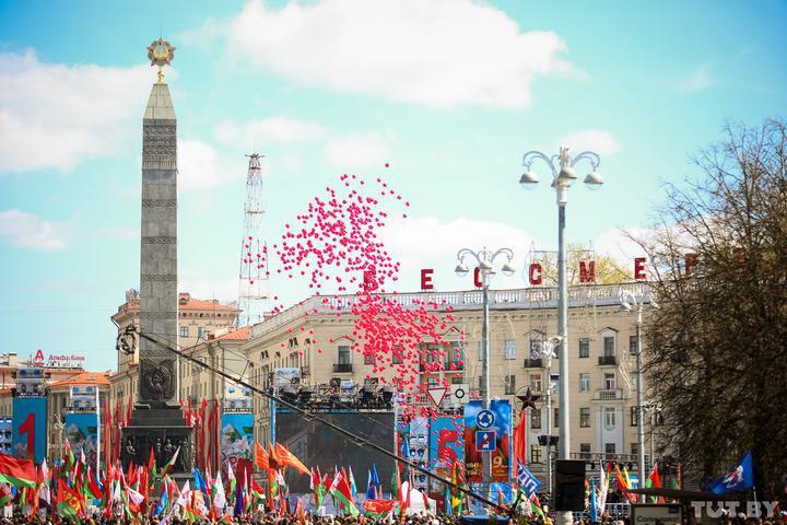 В Минске все-таки запустили в небо тысячи красных и зеленых шариков, против кото...