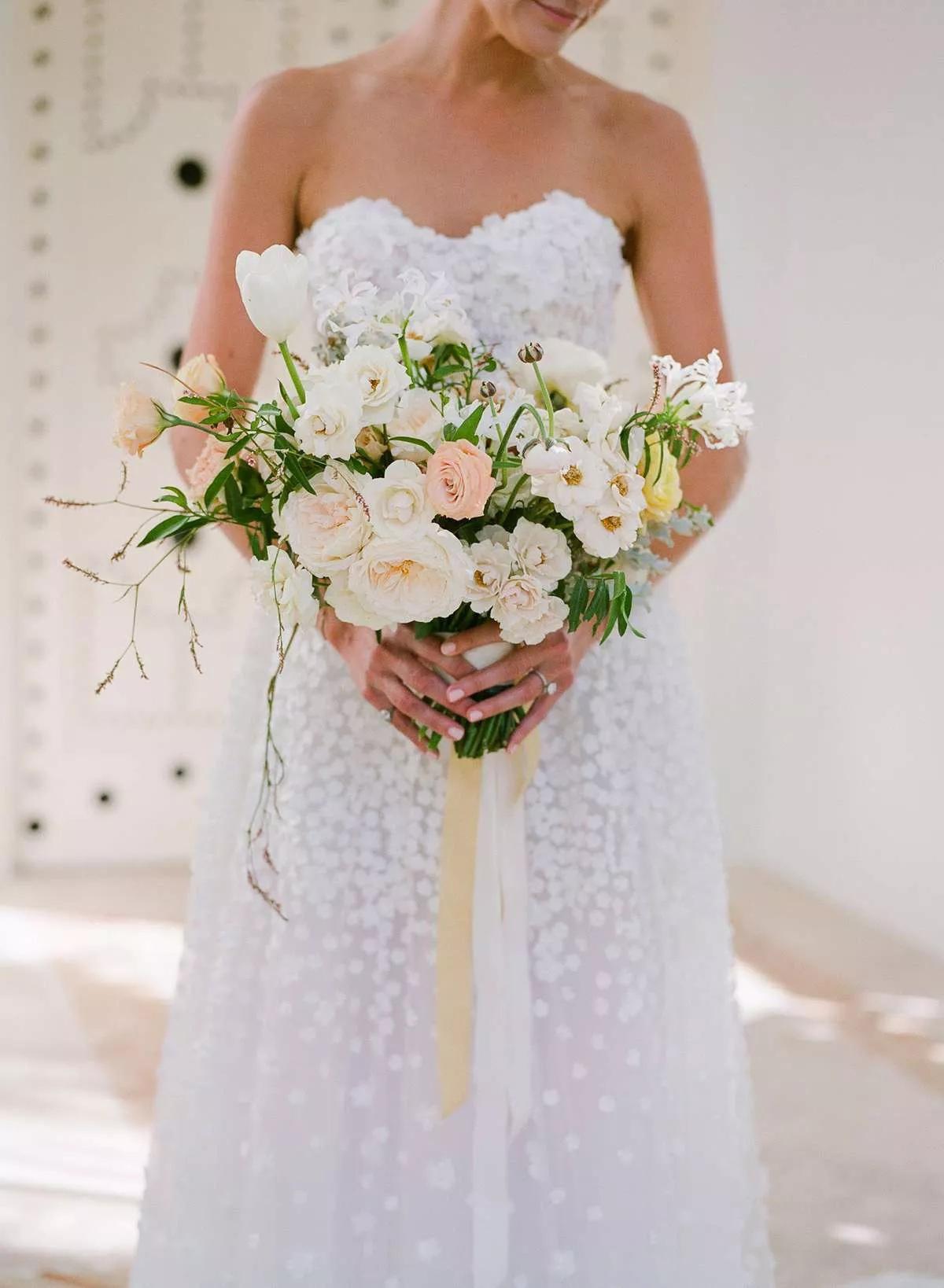 RDxttlHMRto - Букет невесты из тюльпанов