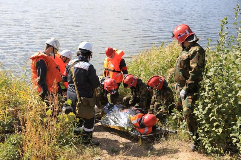 Спасательные действия припрорыве дамбы отработали на Уральской Стали