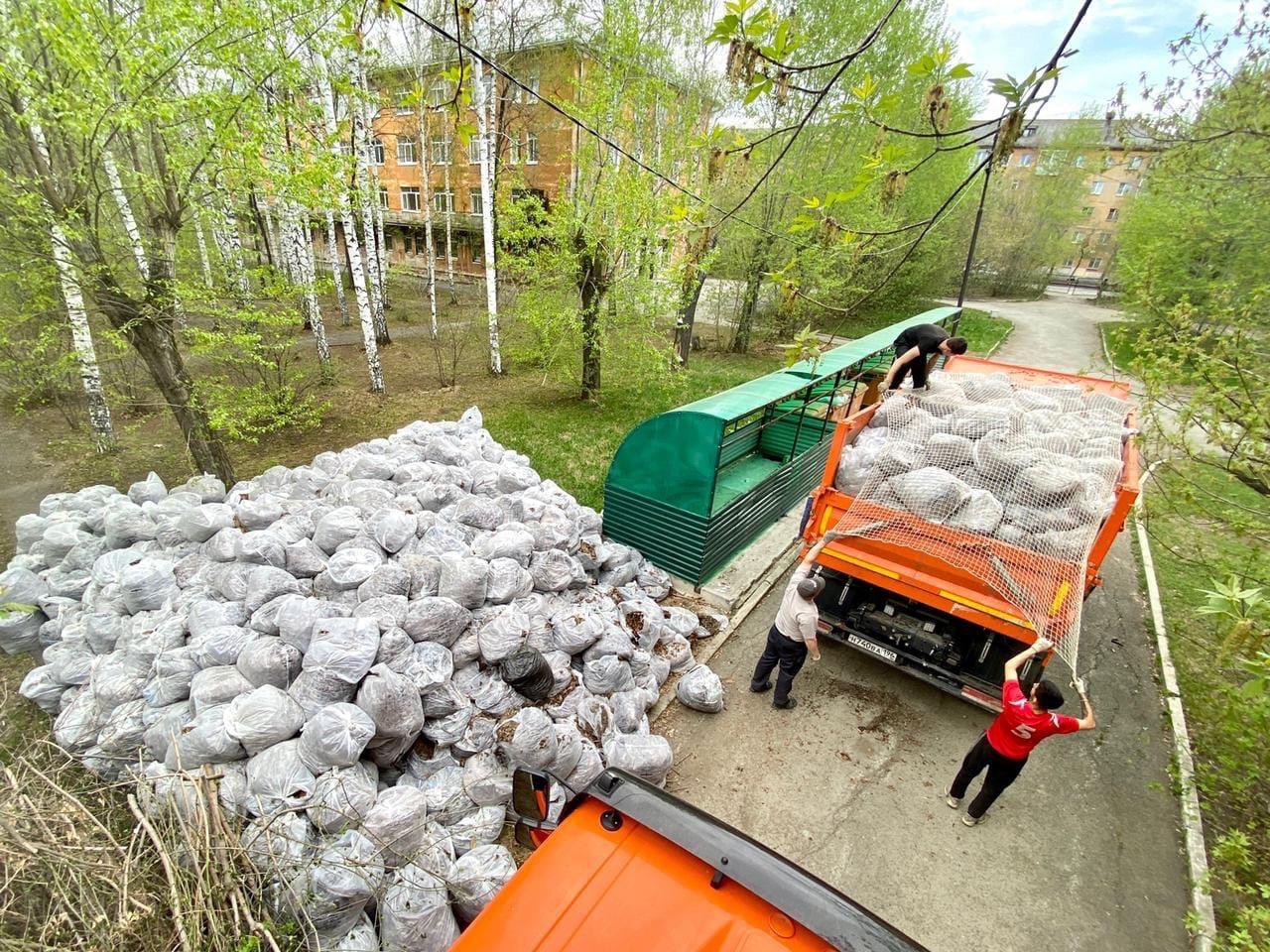 Помог подшефной 14-ой больнице провести уборку