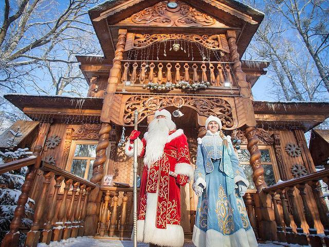 Беловежская пуща предложила Деду Морозу 1000 рублей и общежитие. А вы бы за сколько согласились?