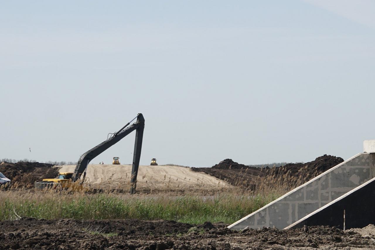На стройплощадке третьей очереди Северного обхода Ростова-на-Дону уже отсыпано 1,2 км земляного полотна