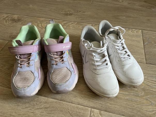 Кроссовки 500 о за 2 пары белые почти новые, цветн...