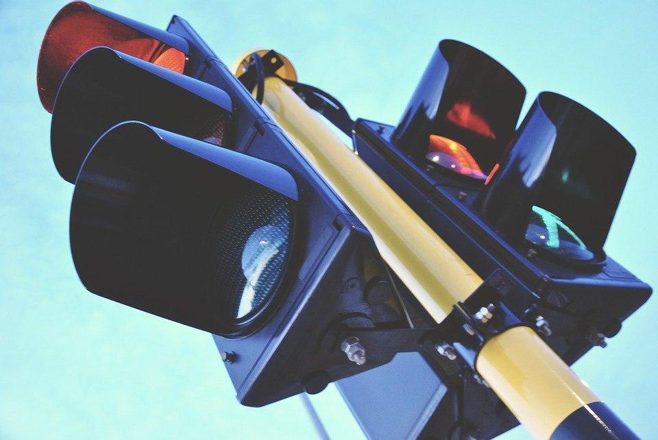 Ответственные службы отремонтировали светофор на Саранской улице