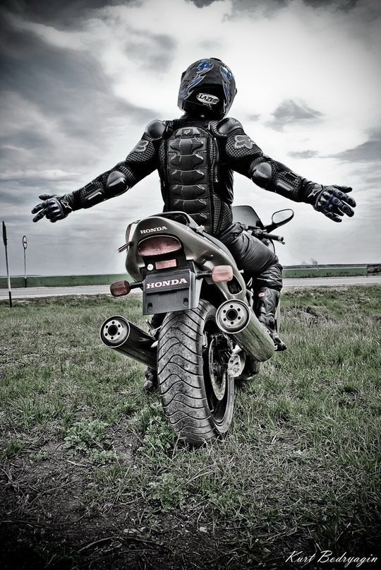 картинки миша на мотоцикле тысячи