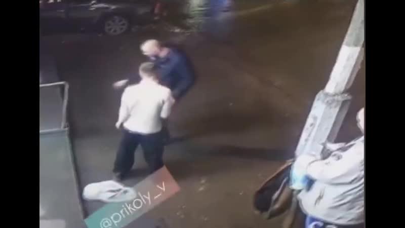 Порхай как бабочка, жаль что ты придурок)