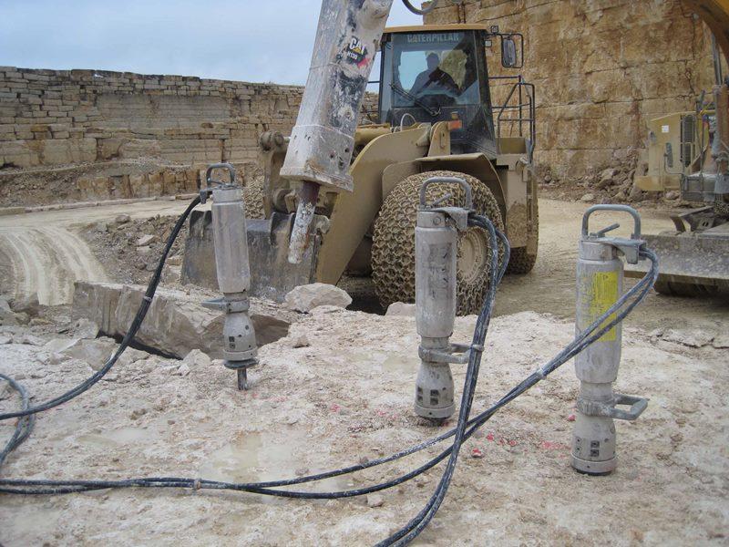 Гидравлические клинья для демонтажа бетона
