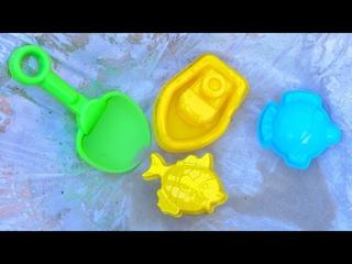 Бассейн в песочнице! Развивающее видео для детей про машинки и песок