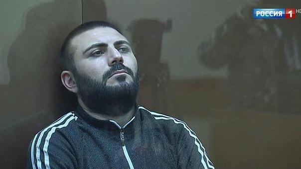 Таксист-убийца. Московского таксиста-частника обвинили в убийстве около 100 человек. Водитель Mercedes предлагал своим пассажирам отравленную воду или еду. Таксиста-клофелинщика задержали в ходе