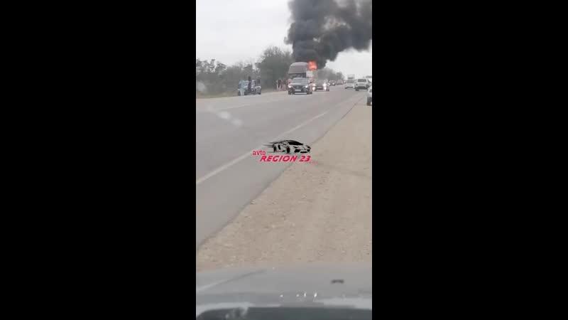 27 09 20 На выезде из Керчи в сторону Феодосии загорелся автобус